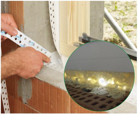Rund um das Fenster verlaufender, luftdichter Anschluss mit einem «dampfdichten», einputzbaren Luftdichtheitsband. Für den Anschluss an das Mauerwerk ist vorgängig ein Glattstrich auszuführen.