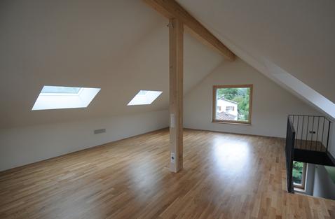 Gemäss einer Faustformel betragen die Reflexionsfaktoren bei Böden 40 %, bei Decken und Wänden 80 %.
