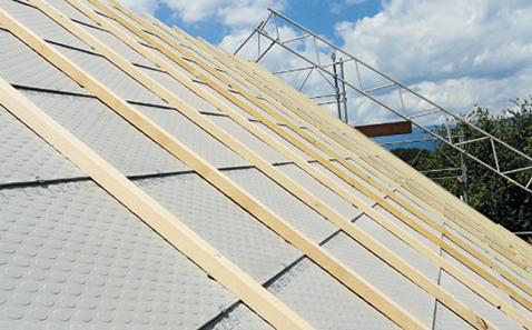 Sanierung eines geneigten Daches bei normaler Beanspruchung, mit geschupptem Unterdach.