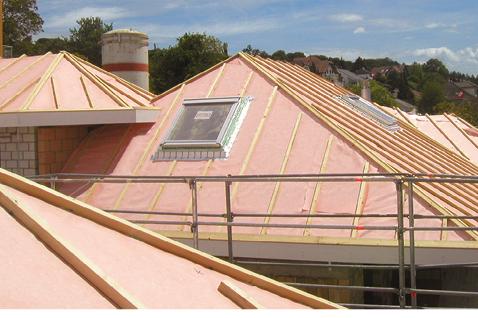 Unterdach mit getapter Kunststoffdichtungsbahn für normale und erhöhte Beanspruchung.