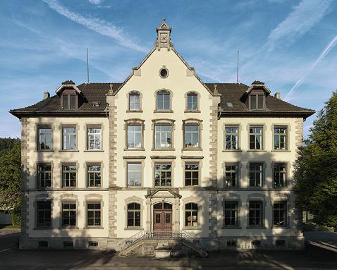 Fenster, die Augen eines Gebäudes. Schulgemeinde Oberrieden. Einsatz von Renovationsfenstern.