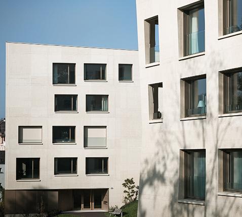 Fenstereinbau, Führung der Storen und Glasabsturzsicherung optimiert. Wohngebäude Wettsteinpark, Luzern. Holz-Aluminium-Lochfenster.