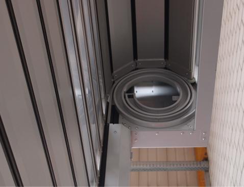Beim Schnelllauftor werden die Aluminium-Lamellen beim Aufrollen in eine feste Spirale eingeführt.