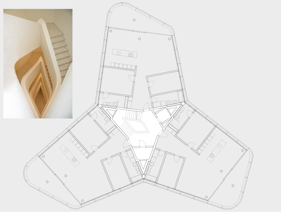 Effiziente Erschliessung von drei Wohnungen je Geschoss mit Treppe, Lift und Haustechnikinstallationen