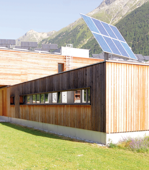 Nachgeführte Photovoltaik-Aufdachanlage bei Repower in Bever
