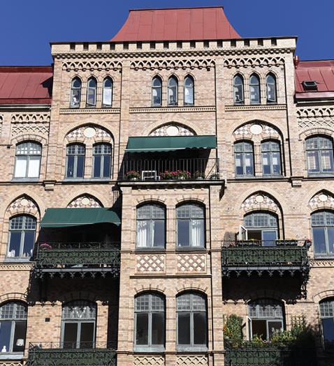 Gebäude mit hohem Fensteranteil, bei dem eine Aussenwärmedämmung ausgeschlossen ist und auch eine Innenwärmedämmung kaum sinnvoll wäre.