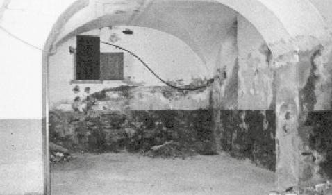 Altersheim Pfrundhaus, Zürich, Mauerwerkschäden im Gewölberaum.