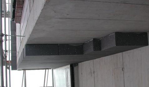 Bei der Decke über Aussenklima leistet die im Wärmedämmverbundsystem ausgeführte 18 cm dicke EPS-Dämmung einen wesentlichen Anteil am Wärmedurchlasswiderstand der Konstruktion.